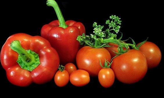 赤パプリカ、枝つきのトマト、ミニトマトの画像